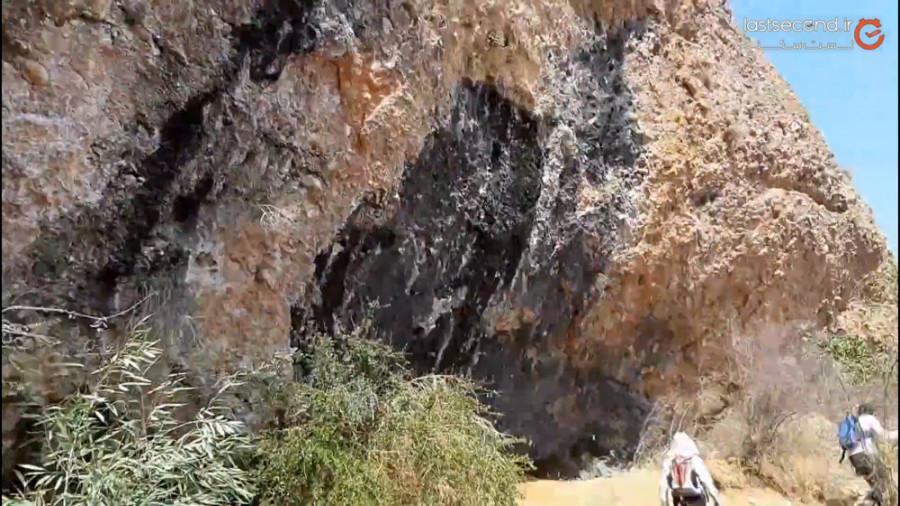 آبشار او غربیلک آبشاری متفاوت