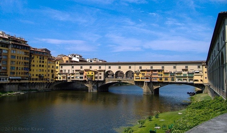 پل های عجیبی که با ساختمان ها و مغازه ها ساخته شده اند!