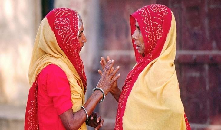 رمزگشایی از سر تکان دادن عجیب هندی ها به دست انگلیسی ها!