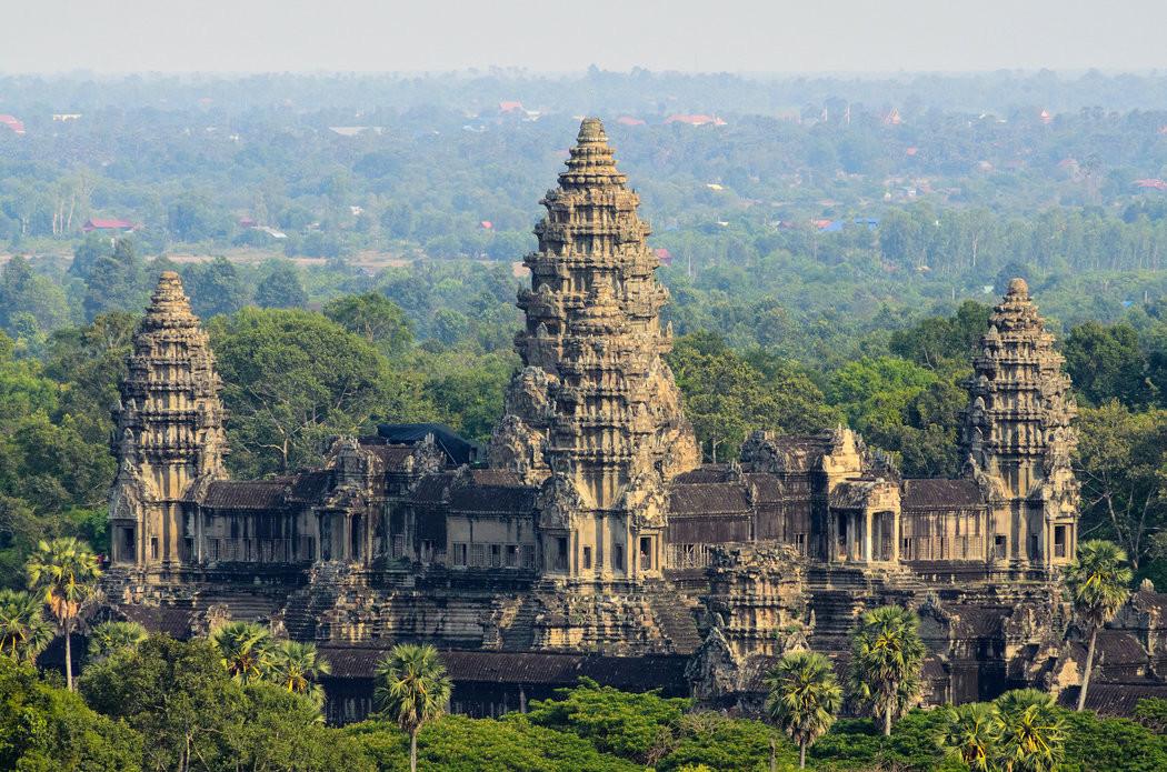 سفرنامه کامبوج، سرزمین آرام ولی ناهموار (سفرنامه کامبوج، لائوس)