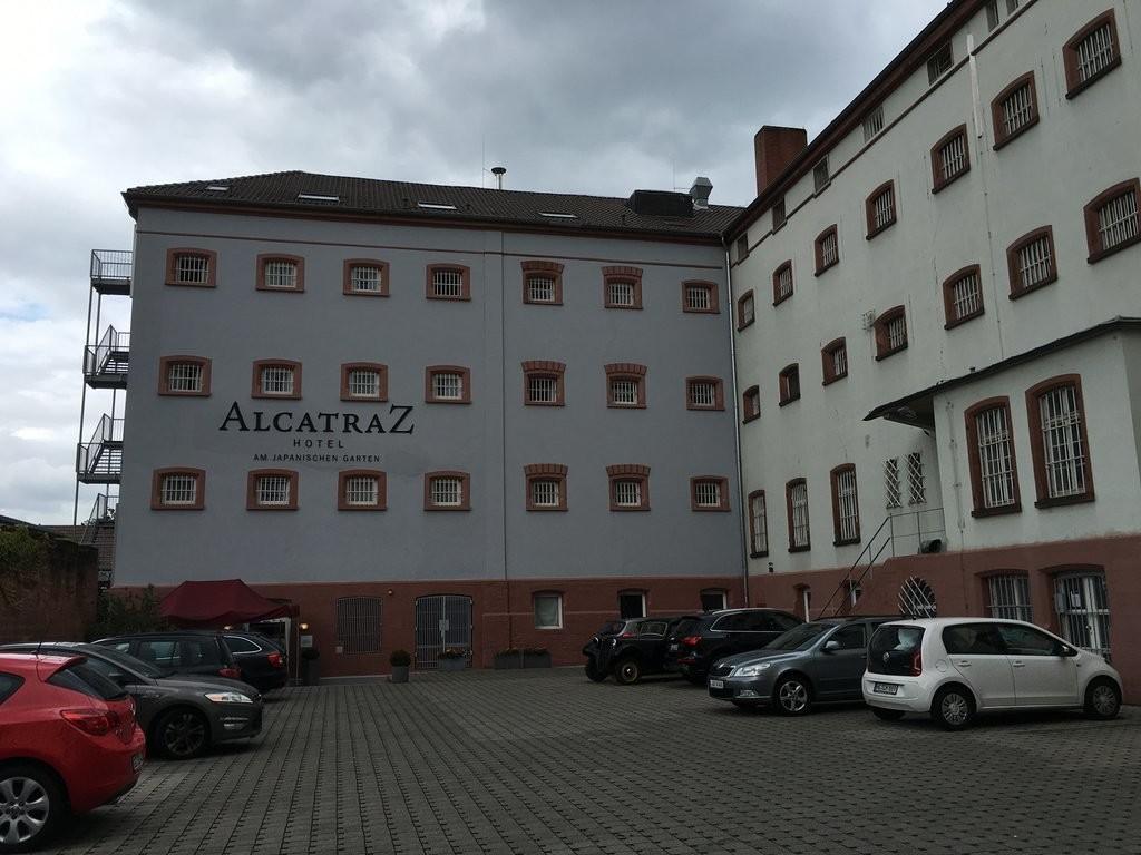 هتل آلکاتراز ای ام جاپانیشن گارتن