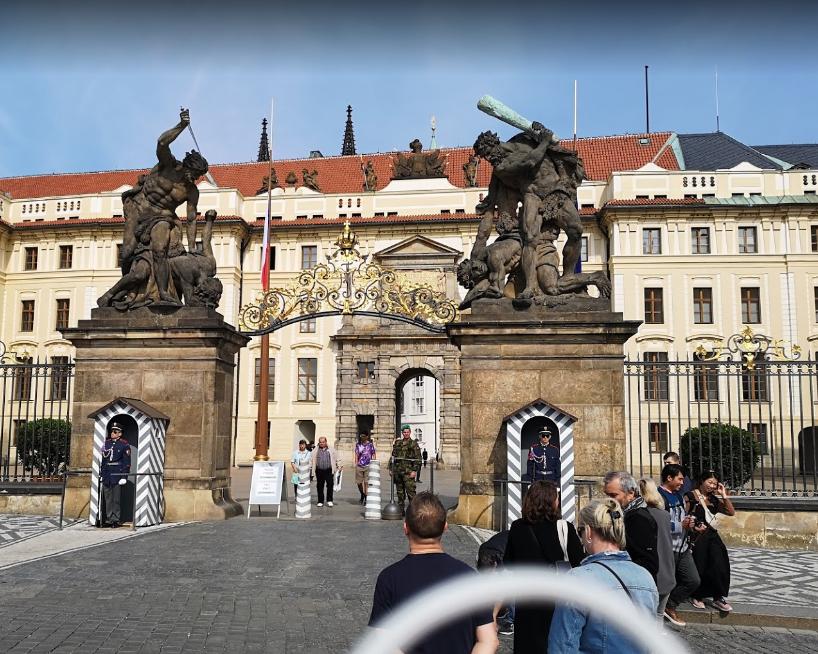 Prague Castle (4).png