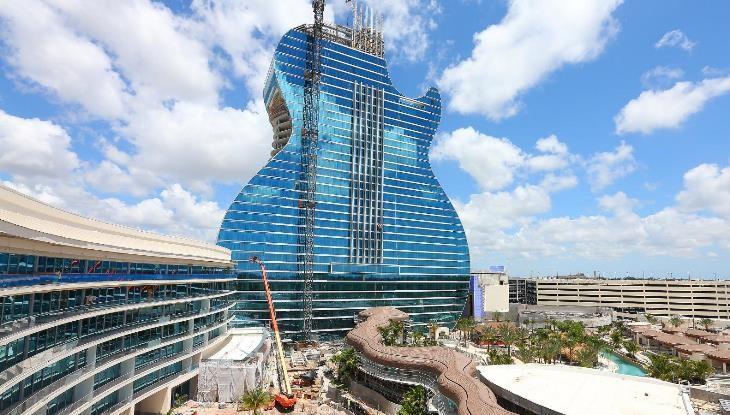 نخستین هتل گیتارشکل جهان بازگشایی شد!