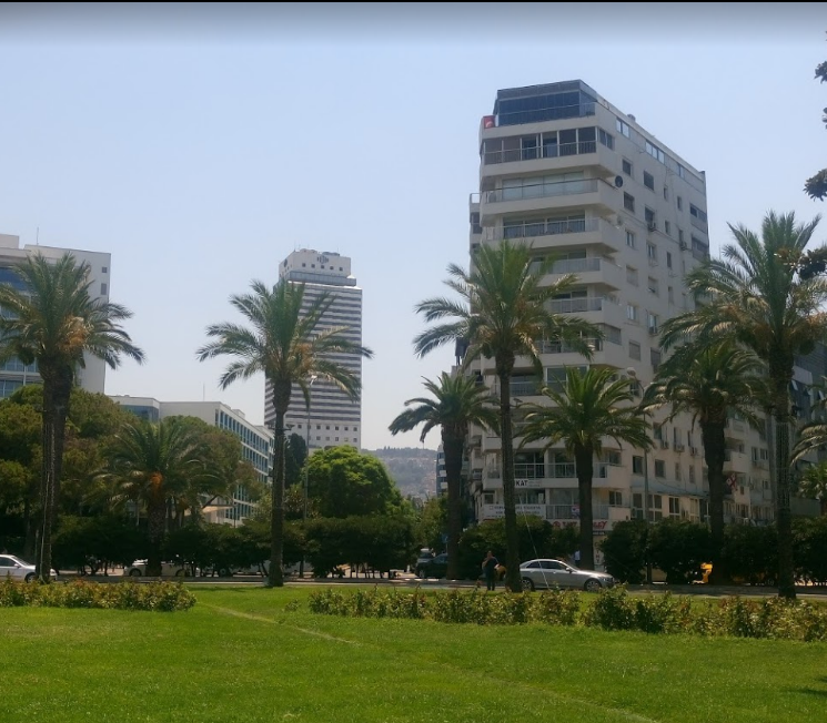 Izmir Cumhuriyet Square (2).png