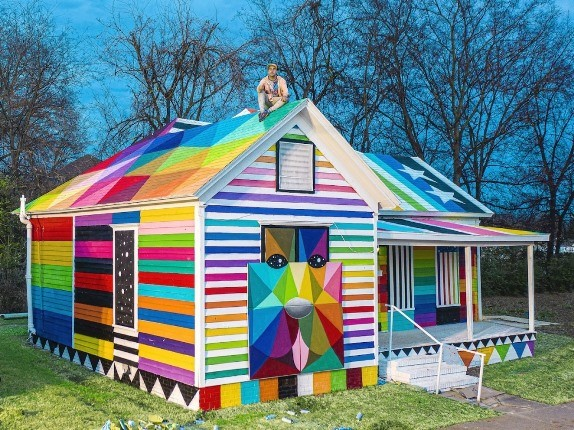هنرمندی یک ساختمان فراموش شده را به رنگین کمان تبدیل کرد!