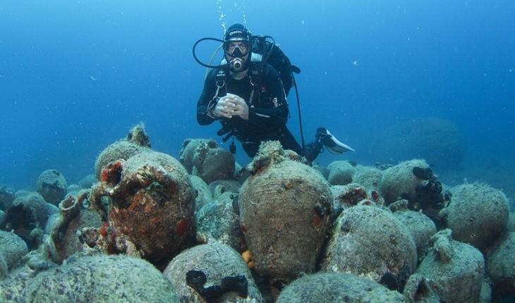 کشتی شکسته متعلق به زمان مسیح (ع) با باری عظیم در اعماق دریا کشف شد!