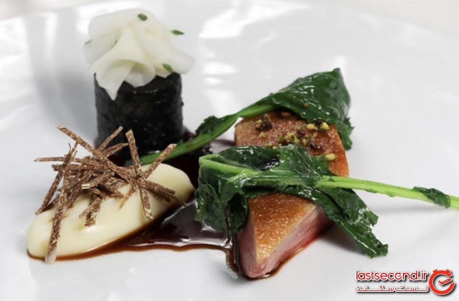 نان سوخته (کربونیزه) و سس ماهی، در این رستوران لندنی غذایی از شهر پمپی بخورید.