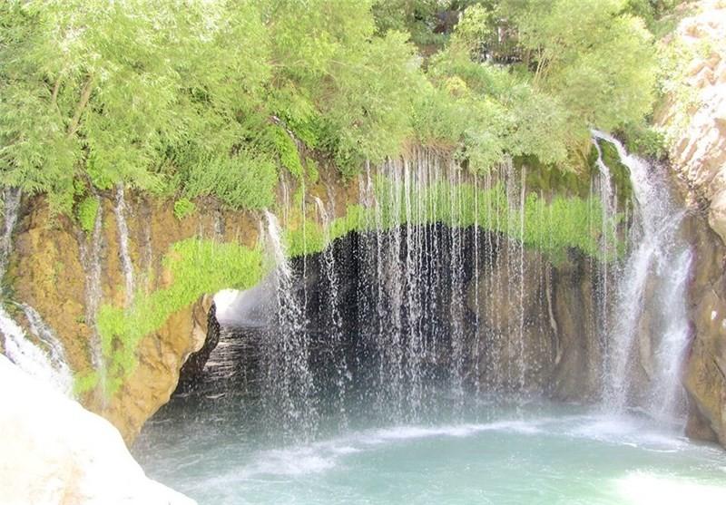 آبشار آب ملخ (تخت سلیمان)