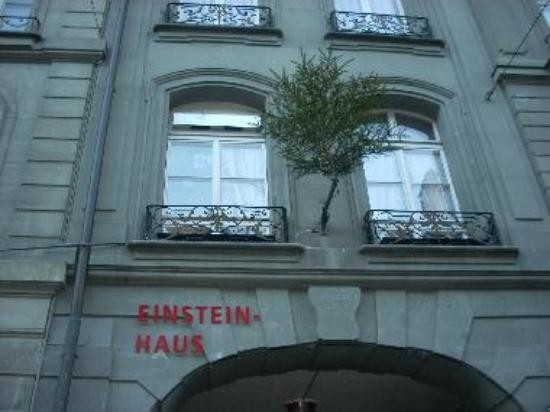 Einstein House (3).jpg