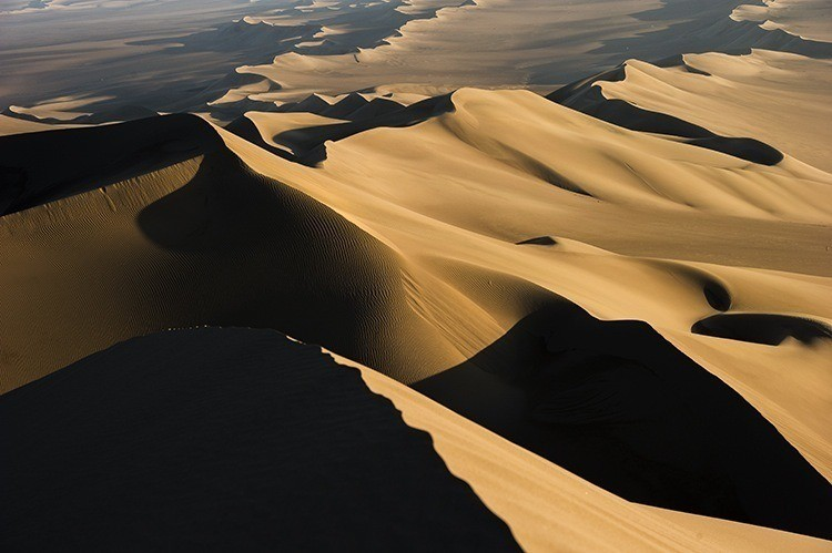 Inflatable sand dunes