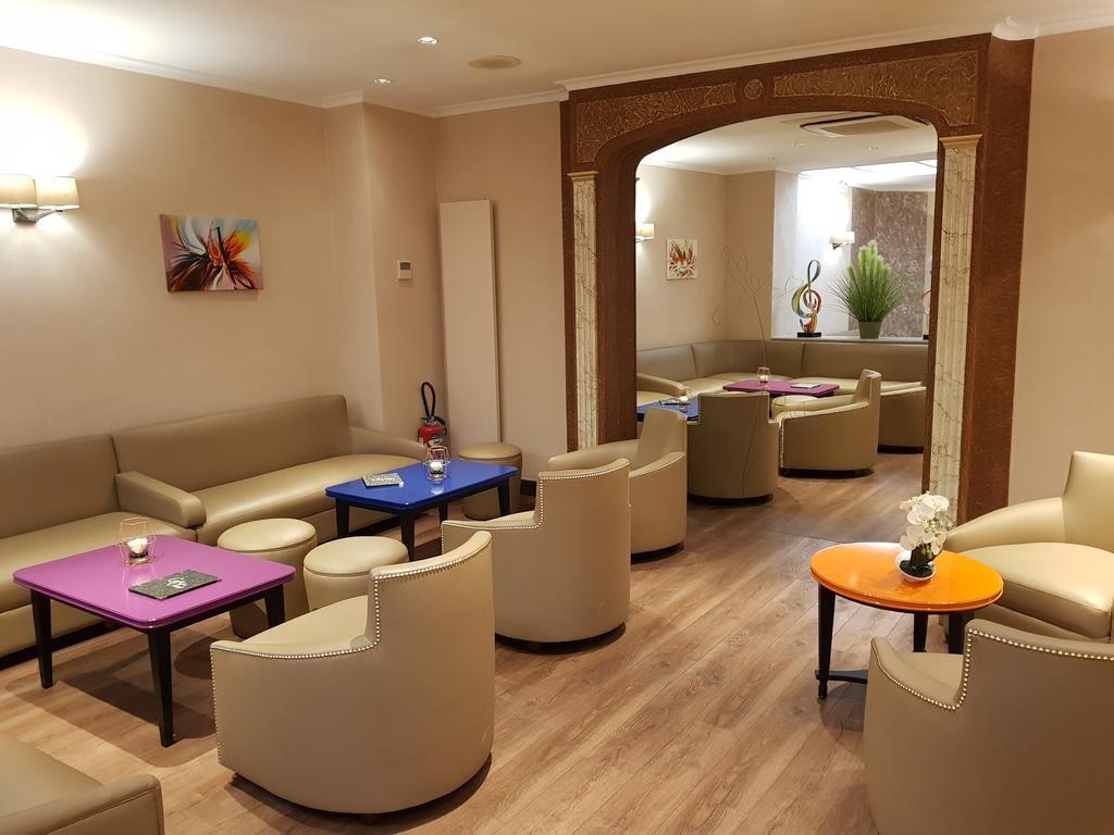 Hotel Champerret Elysees Paris  (1).jpg