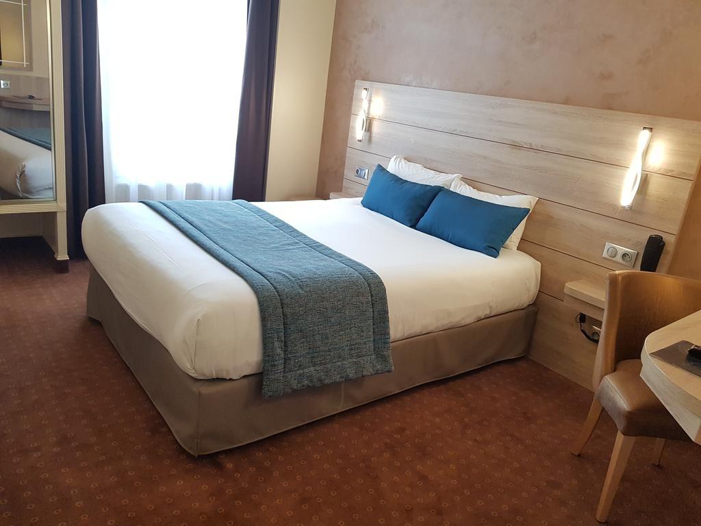 Hotel Champerret Elysees Paris  (10).jpg