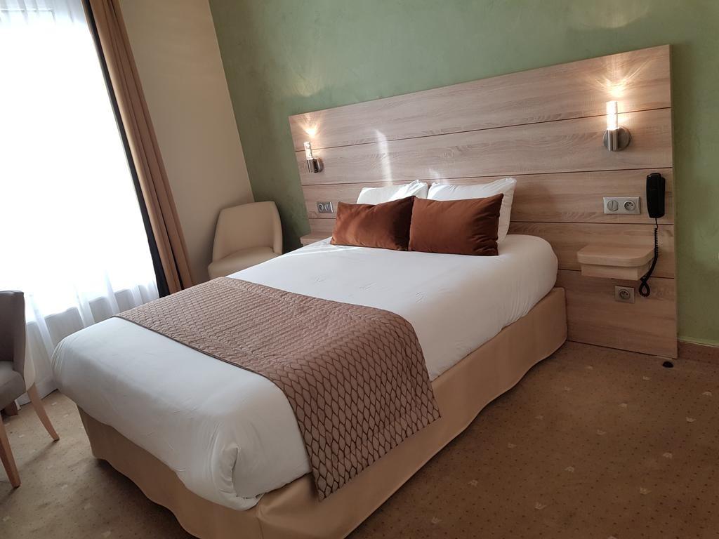Hotel Champerret Elysees Paris  (7).jpg
