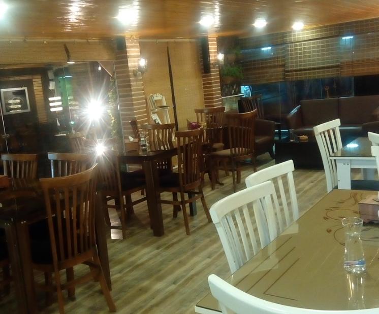 کافه لاریسا