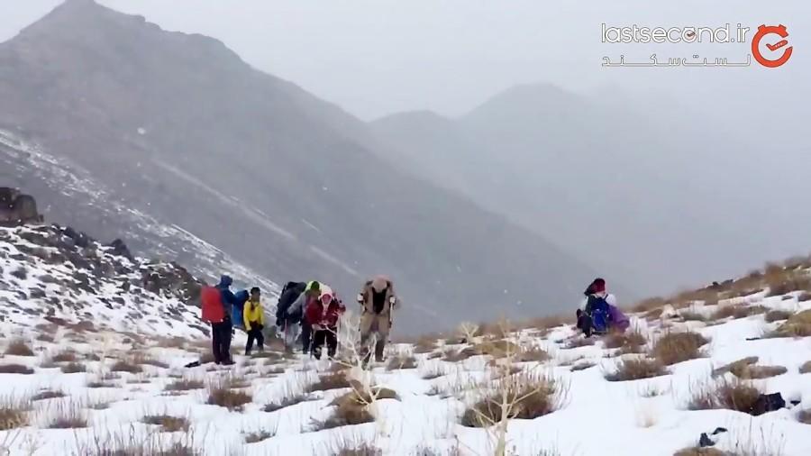 صعود به قله الوند قم در یک هوای برفی