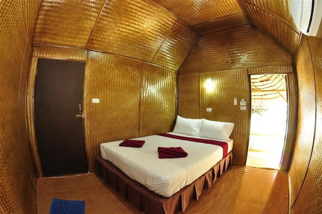 Phi Phi Hill Bamboo Bungalow (5).jpg
