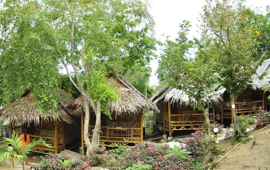 Phi Phi Hill Bamboo Bungalow (15).jpg