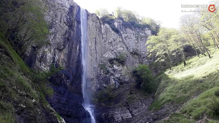 آبشار لاتون به بلندای آسمان