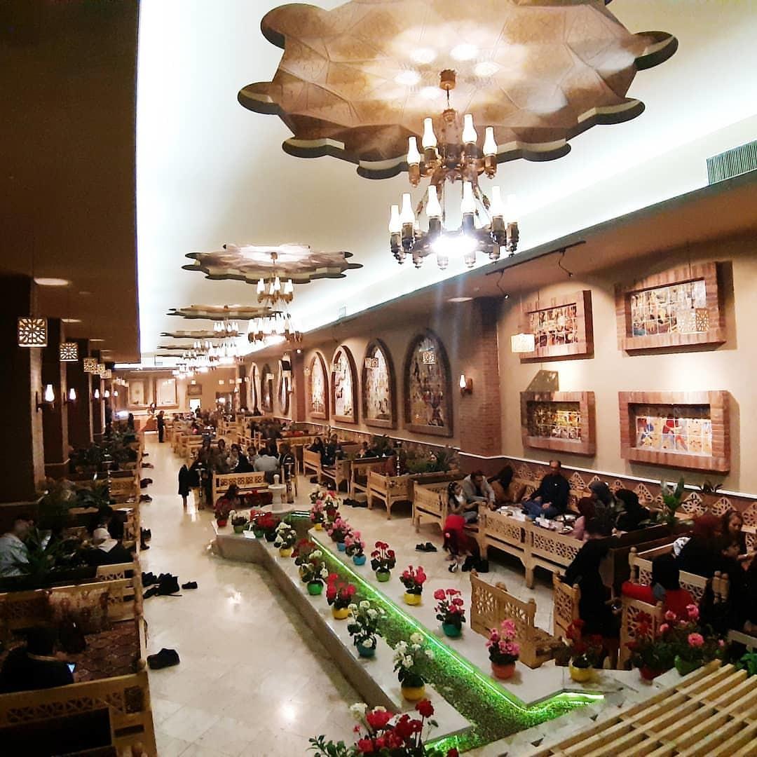 Emarat Kolah Farangi Restaurant Andisheh (1).jpg