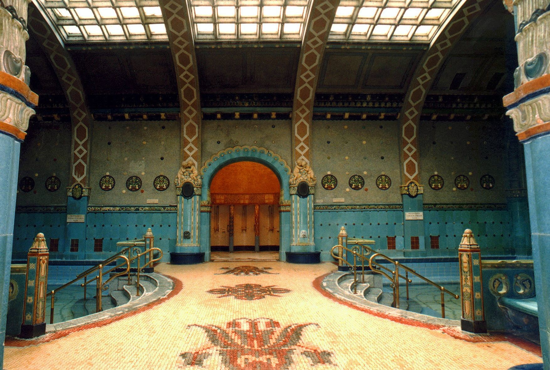 St. Gellért Thermal Bath and Swimming Pool (1).jpg