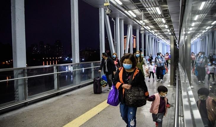 والدین، بچه های خود را به خاطر کرونا در فرودگاه رها کردند!