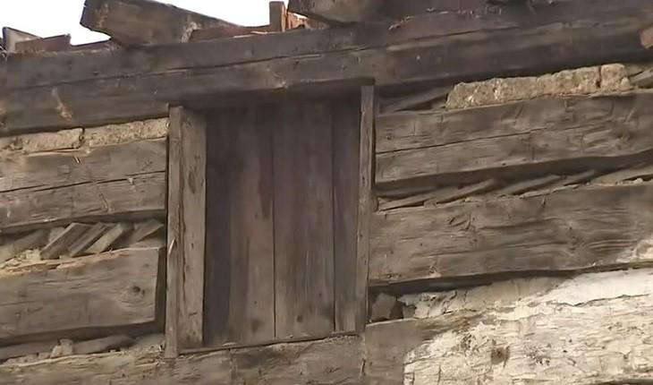 زیر پوست کافه آمریکایی، کلبه چوبی 200 ساله ای پنهان شده بود!