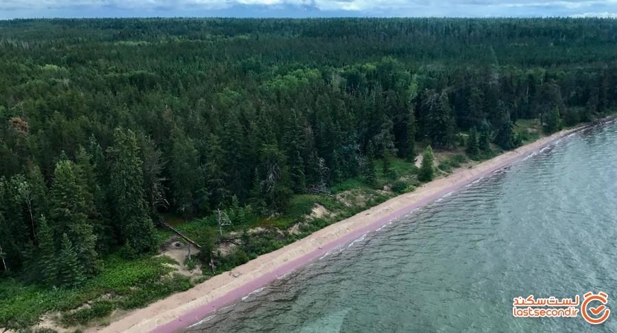 ساحلی با رنگ عجیب در کانادا