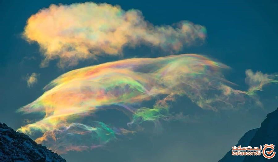ابرهای رنگین تاب؛ پدیده ای بر فراز قله ای بلند در سیبری