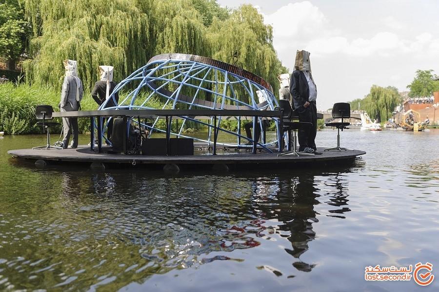 رژه شناوری که هنر غیرعادی هیرنیموس بوش  را در واقعیت تداعی میکند