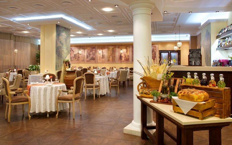 Radisson Slavyanskaya Hotel & Business Centre - 03.jpg