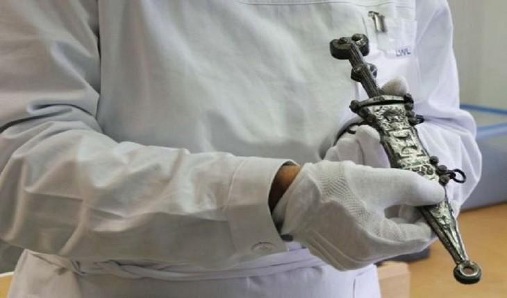 خنجر رومی 2000 ساله ای توسط یک کارآموز باستانشناسی کشف شد!