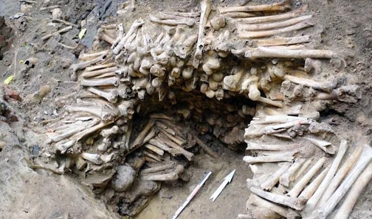 دیواری از استخوان که در نزدیکی یک کلیسا کشف شد!