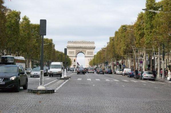 Champs-Elysees (1).JPG