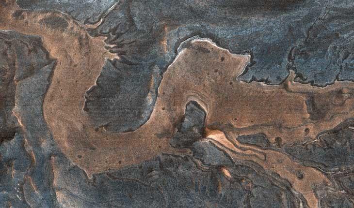 محققان با یک دوربین پر قدرت یک اژدها در مریخ دیده اند!