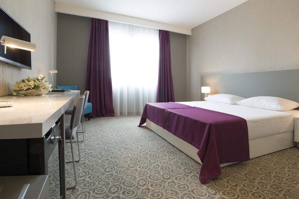 88 Rooms Hotel (2).jpg