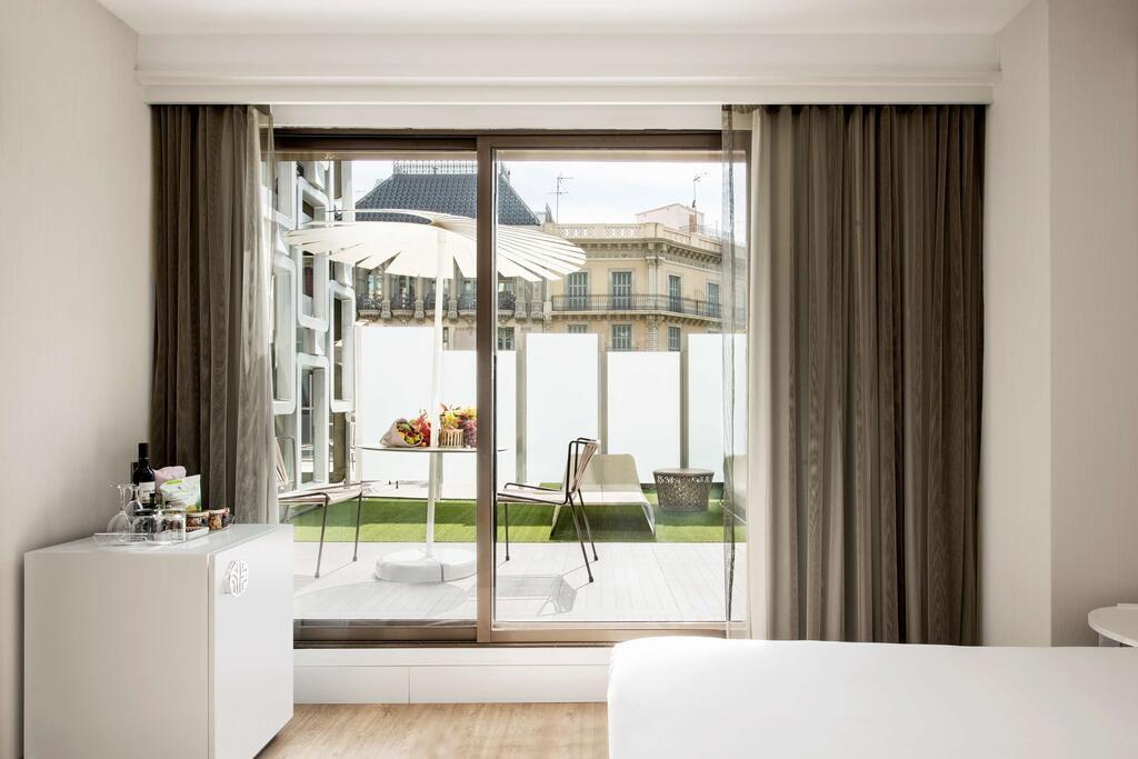 NH Collection Barcelona Gran Hotel Calderon (8).jpg