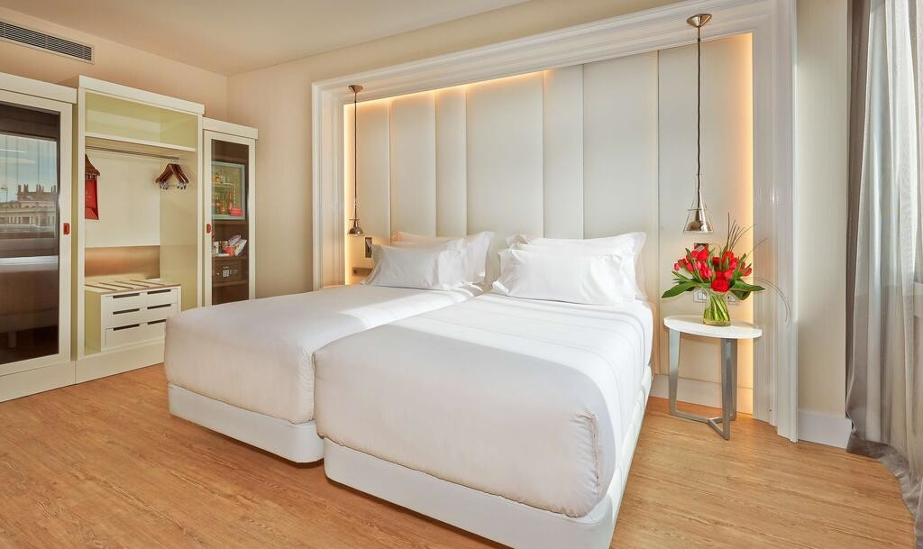NH Collection Barcelona Gran Hotel Calderon (4).jpg