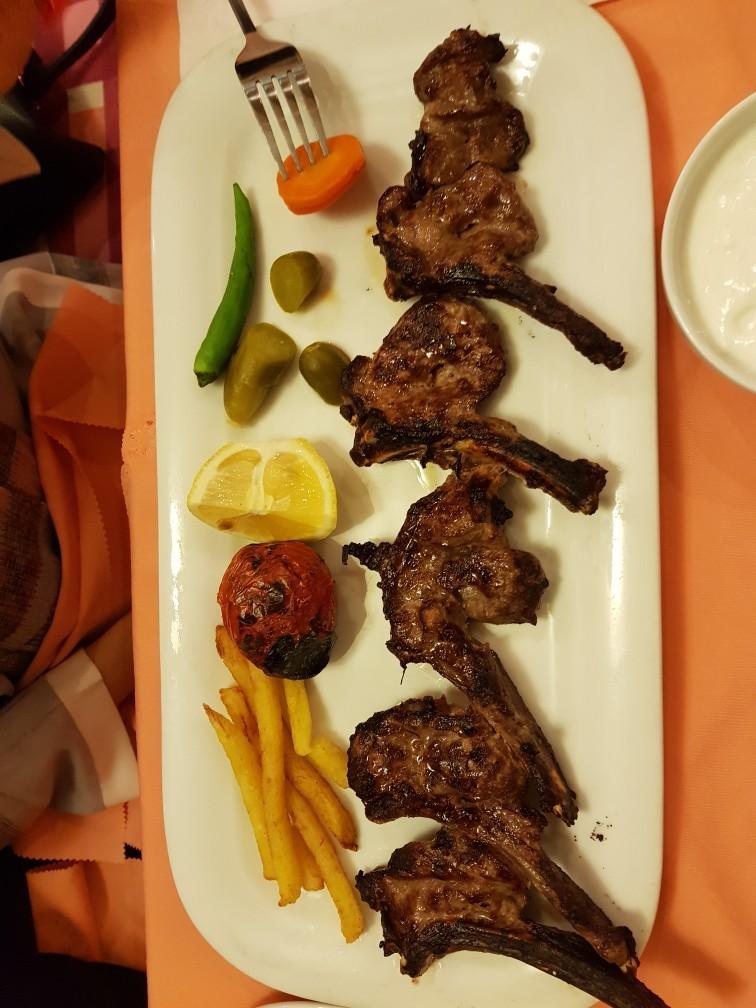 Behesht Family Restaurant.jpg