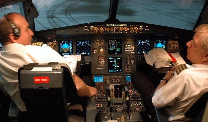 کارهایی که خلبان ها در کابینشان انجام می دهند ولی مجاز به آن نیستند!