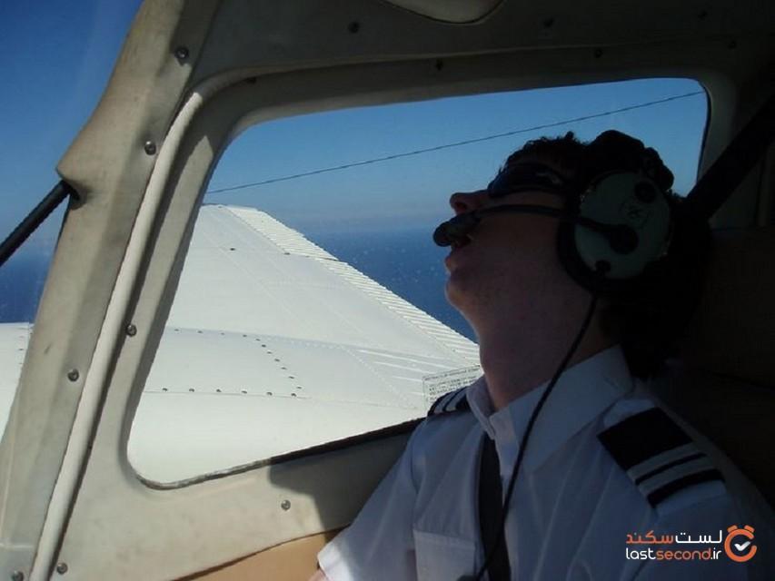 10 کاری که خلبانها در کابینشان انجام میدهند (ولی مجاز به انجامش نیستند)