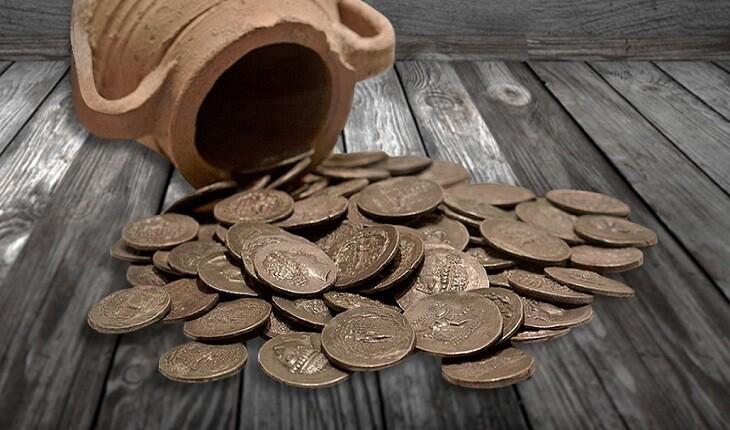 کارگران هنگام تعویض کف پوش کلیسا، اتاقی پنهان و پر از سکههای تاریخی را پیدا  کردند