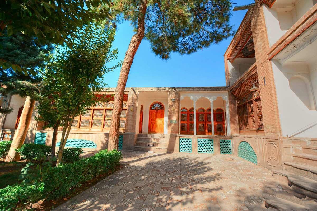 خانه امینی ها، حسینیه ای باشکوه در قزوین