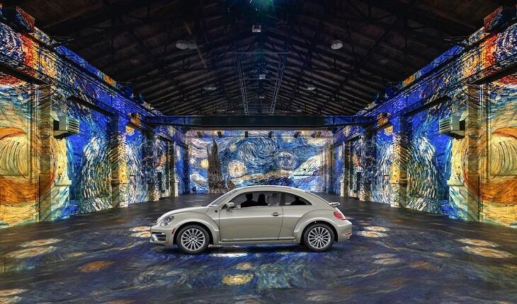 مردم آثار هنری ون گوگ را از درون خودروهایشان «گوگ دید» می زنند!