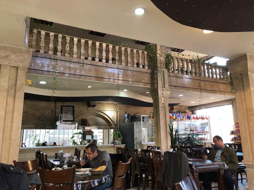 رستوران ماه تی تی  (1).jpeg