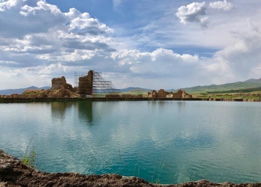 Takht-e-Soliman Lake