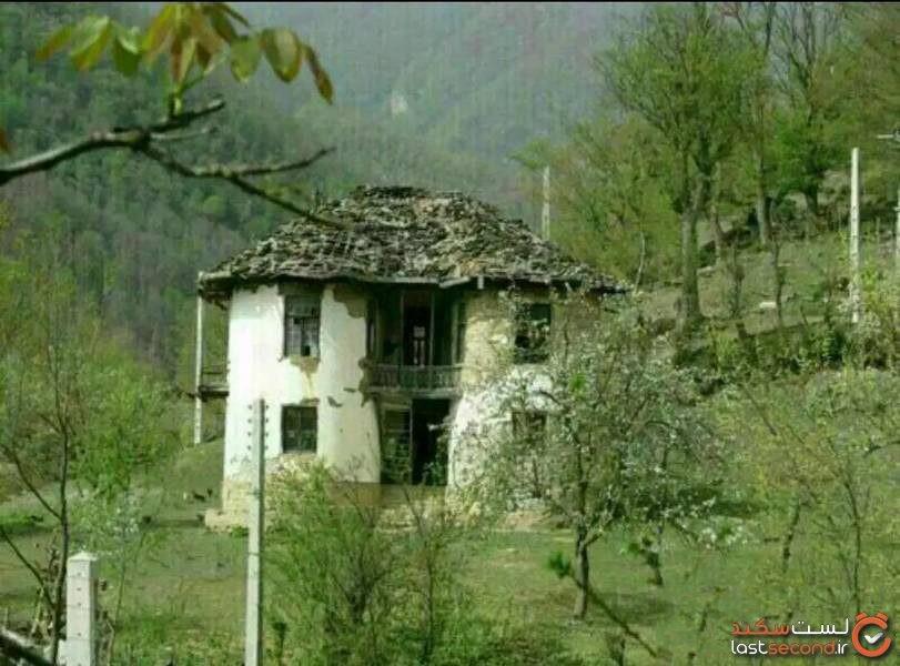 the-creepy-cottage-02.jpg