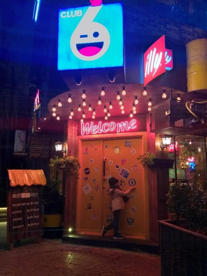 6 Club Cafe (3).jpeg
