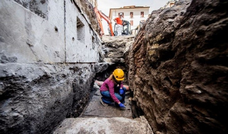 گودالی در نزدیکی معبد پانتئون در رم، دهان باز کرد!