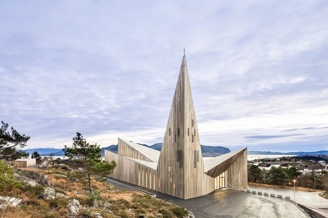 باورش سخت است که این بناهای مدرن و باشکوه، کلیسا باشند!
