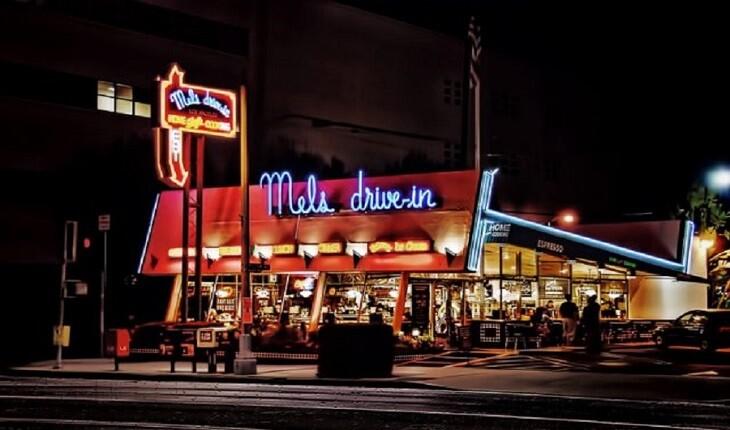 ظهور دوباره ی رستوران هایی موسوم به «درایو این» با شیوع کرونا!